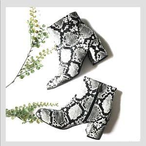 Snakeskin grey white booties zip black rounded toe